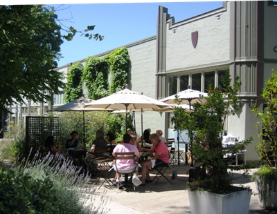 garden-at-the-cafe-castagna-on-hawthorne