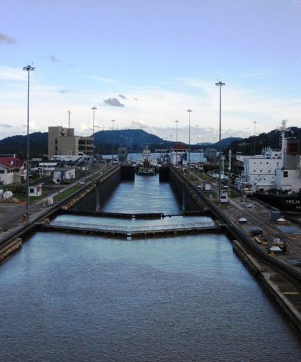 freja breeze leaves 1st chamber of miraflores lock
